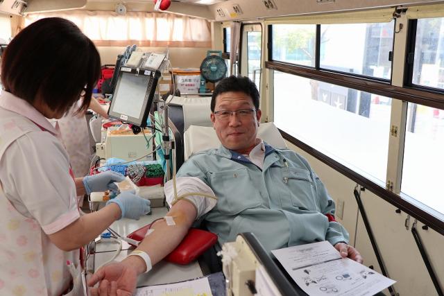 上柿さん献血中